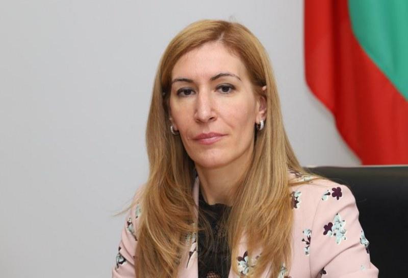 Срещата с министър Ангелкова в Хисаря пак се отлага, този път заради коронавируса