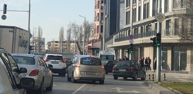 Катастрофа в центъра на Пловдив, две коли се помляха