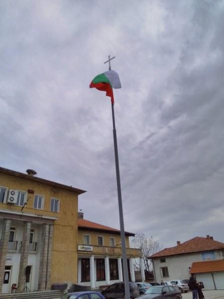 """21 села в """"Родопи"""" почетоха 3 март! Осветиха кръст и знаме, гърмяха пушки, виха се хора"""