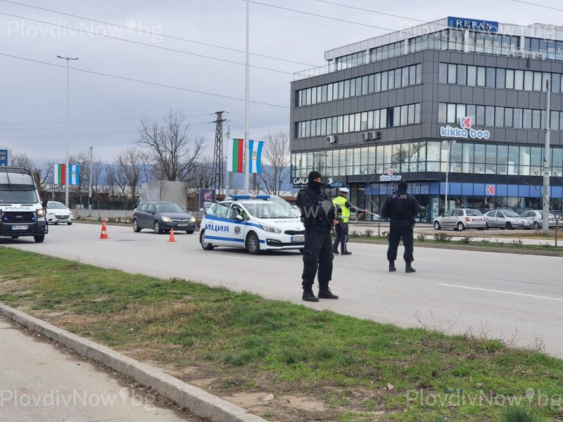 Въоръжени до зъби полицаи блокираха изходите на Пловдив