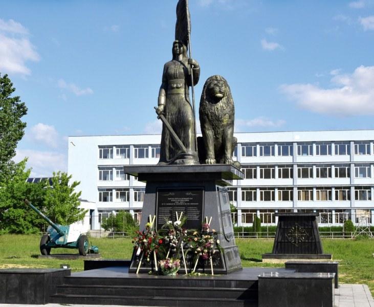 Раковски почита героите си! Освещават мемориал на загиналите воини