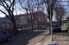 Пловдивчанин: Кое е по-възмутителното – лошото състояние на тротоара или паркиралите автомобили?