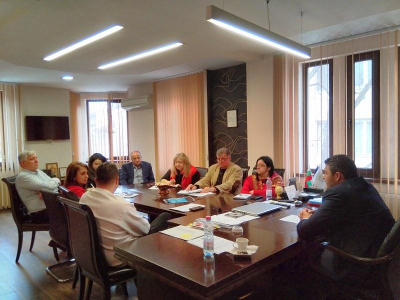 """Мерки срещу коронавируса вземат в """"Родопи"""": Отменят приемните, затварят клубовете"""