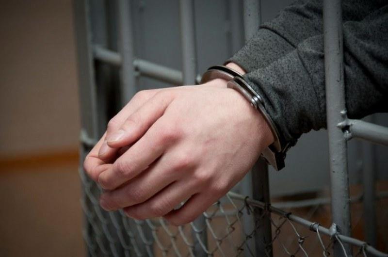 Млад мъж преспа в ареста на Стамболийски, карал без книжка