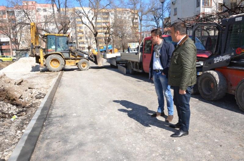 """Реконструкцията на улица """"Борис Сарафов"""" в район """"Южен"""" върви качествено и в срок"""