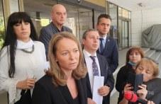 10 души нарушиха карантината, върнаха с полиция по домовете хора от Куклен и Брезовско