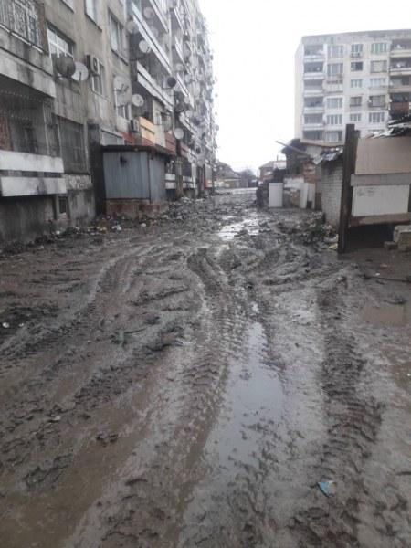 Над 50 тона боклук изринаха между блокове в Столипиново