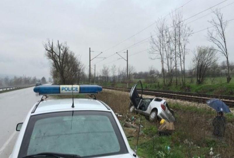Кола се обърна в канавка край Хисаря, шофьорът - пиян