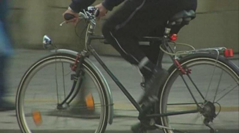 Младеж от Карловско открадна колело, щракнаха му белезниците