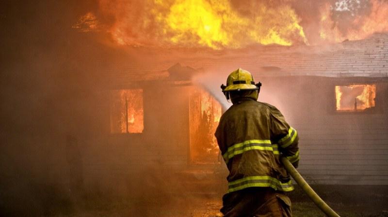 Пожар пламна в къща в Асеновград