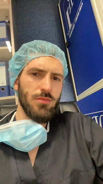 Симеон от МУ-Пловдив - един от първите доброволци в Инфекциозна клиника