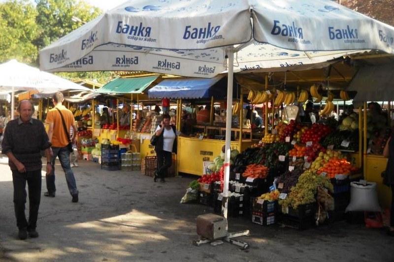 Пазарът в Карлово подновява работа, но при засилени мерки за безопасност