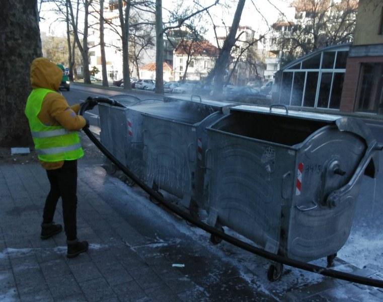 Дезинфекцират над 4000 контейнера за смет в Пловдив за трети път