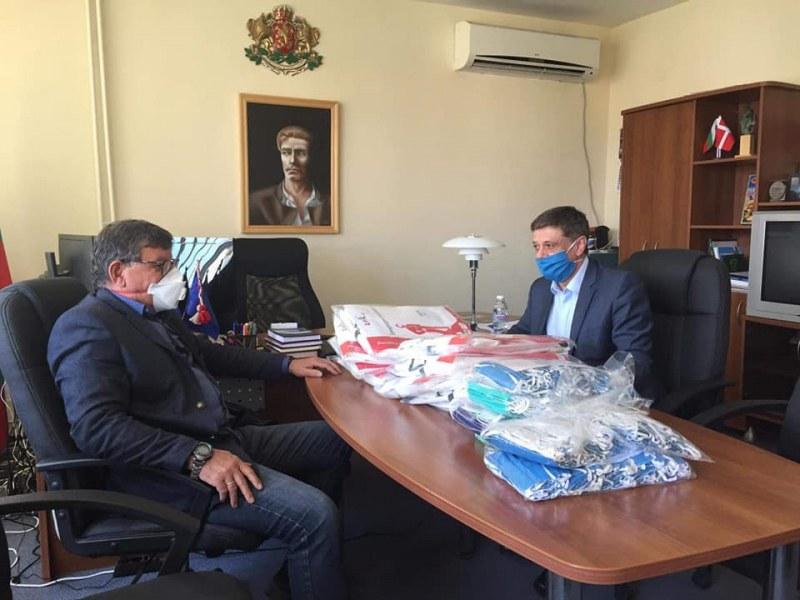 И медиците в община Брезово получиха дарение