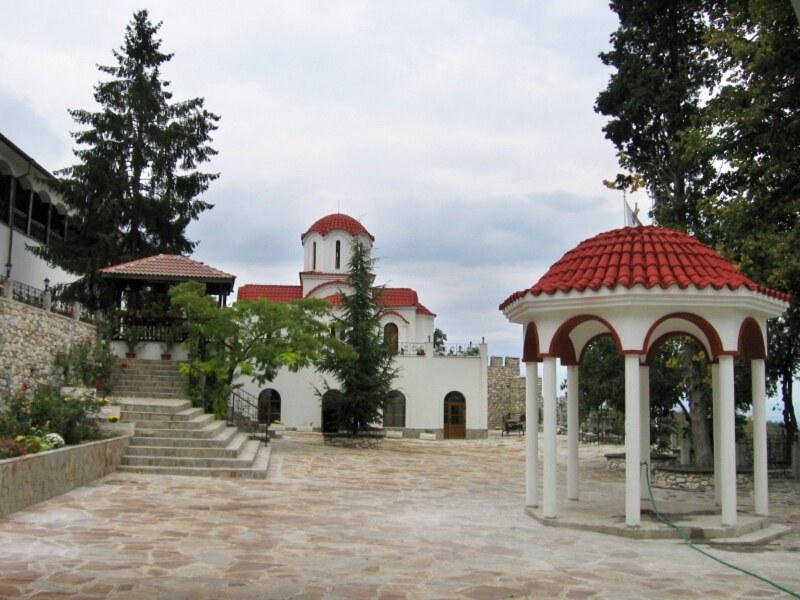 Хванаха съпрузи до манастира в Куклен, минали през КПП с невярна декларация