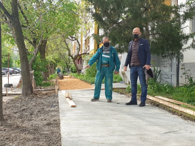 Изграждат тротоари и паркоместа в Тракия
