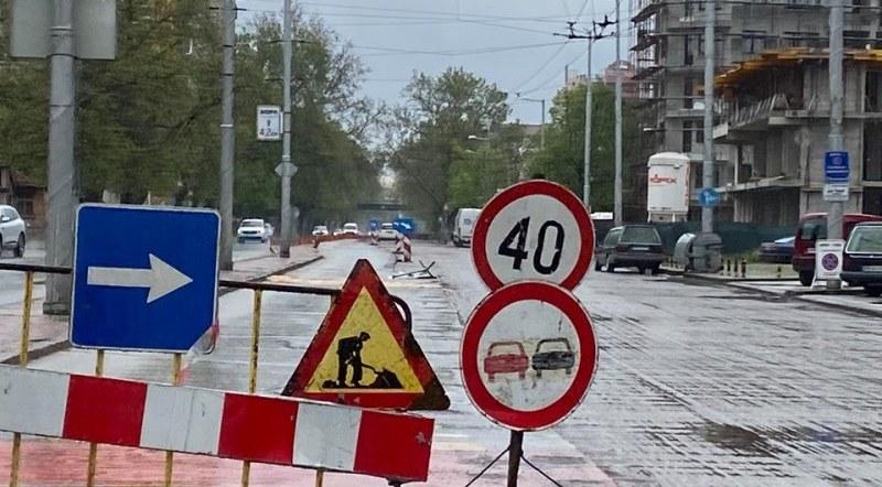 """Защо строители се върнаха на бул. """"Източен"""" в Пловдив няколко години след ремонта му?"""
