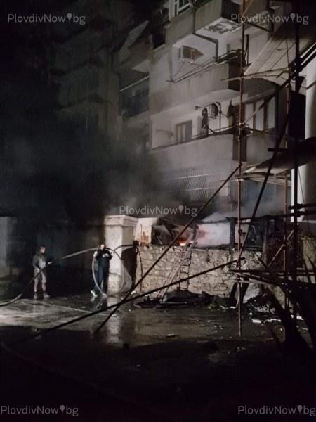 Пожар в центъра на Пловдив! Подпали се жилищна сграда
