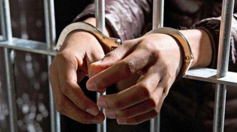 Крадец рецидивист се снабди с алкохол, без да плати, закопчаха го