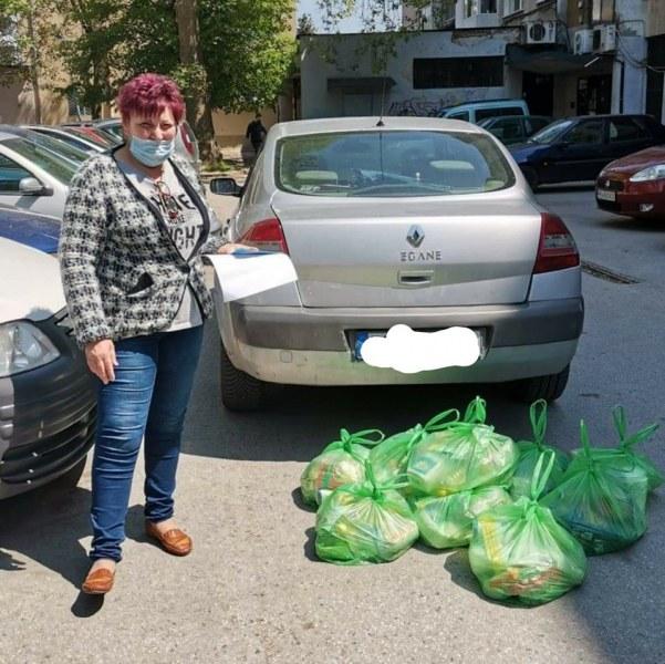 """Зарадваха с хранителни пакети близо 60 самотни възрастни в пловдивския район """"Северен"""""""