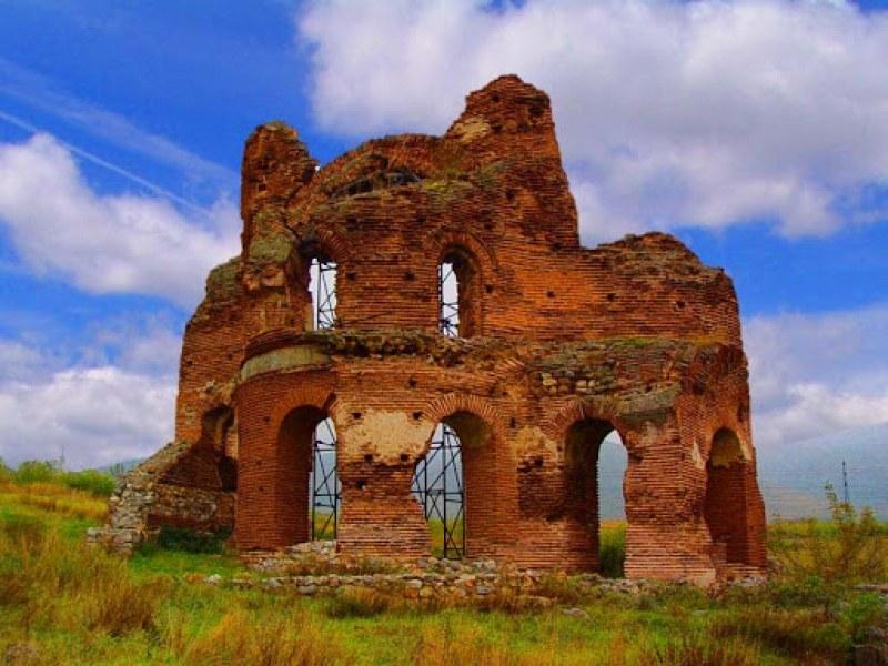 Червената църква - Аленият храм на света Богородица край Перущица