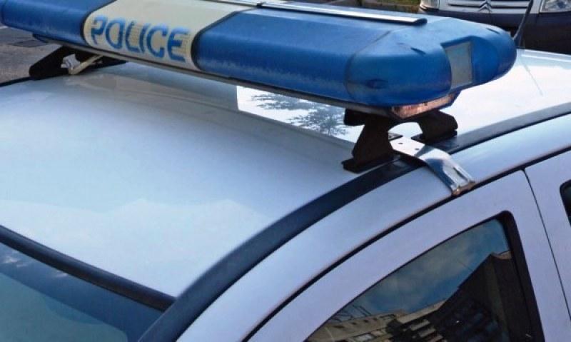 Пешеходец замери с камък камион в Хисарско, арестуваха го