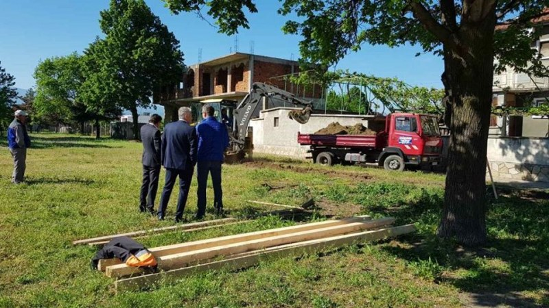 Добра новина навръх Гергьовден в Стамболийски - започна ремонтът на всички паркове