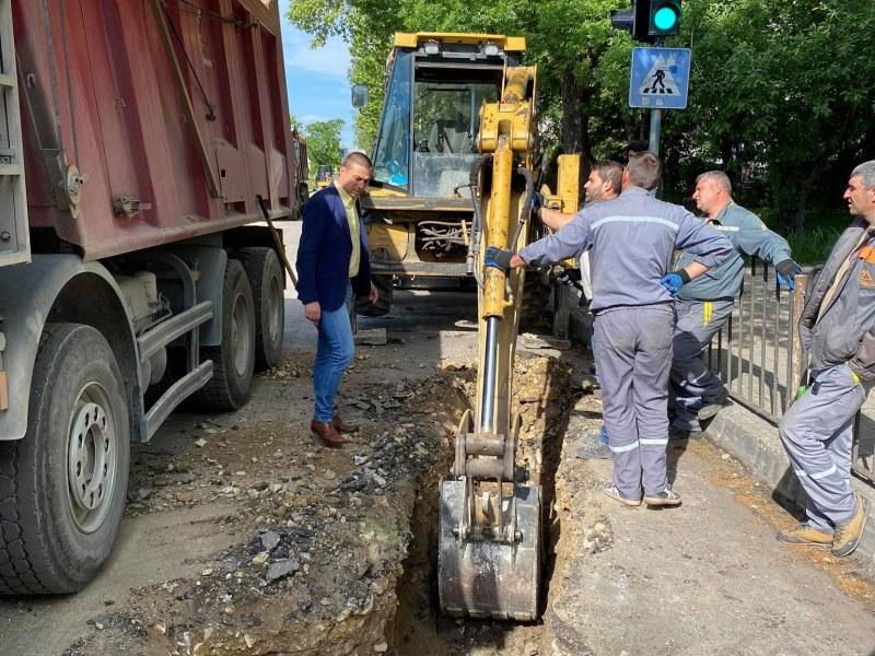 """Напредва ремонтът по улица """"Юндола"""" - 6000 кв. метра с два пласта асфалт"""