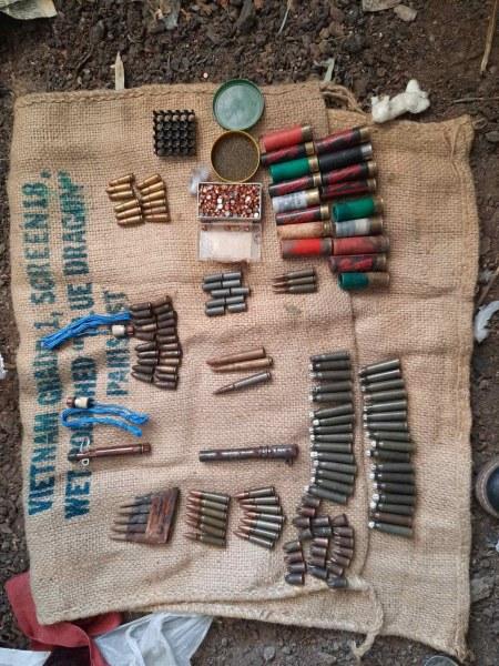 Незаконни оръжия и патрони намери полицията в Калояновско