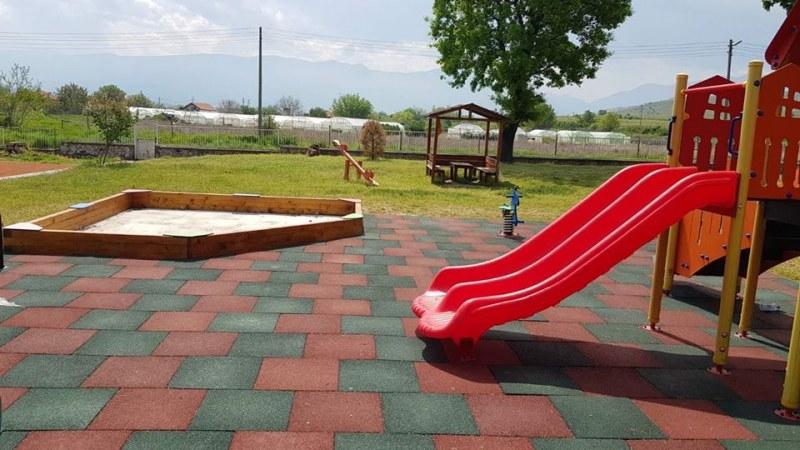 В красив парк се превърна дворът на детската градина в Ново село