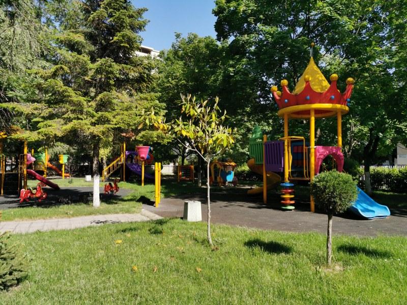 Еколаборатория, класна стая на открито или площадка в три детски градини в Пловдив