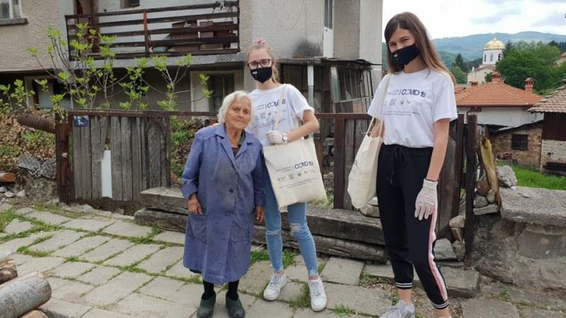 """Акцията """"Силата е в нас"""" зарадва 100 души в Карловско"""