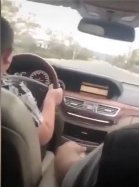 Ромски барон учи 9-годишния си син да шофира край Раковски