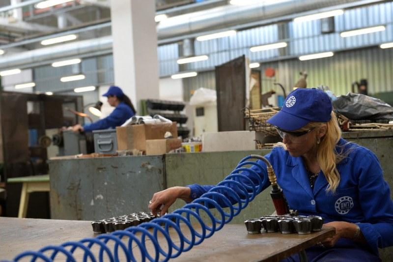 ВМЗ-Сопот предлага платен стаж за гимназисти и студенти за 20 работни позиции
