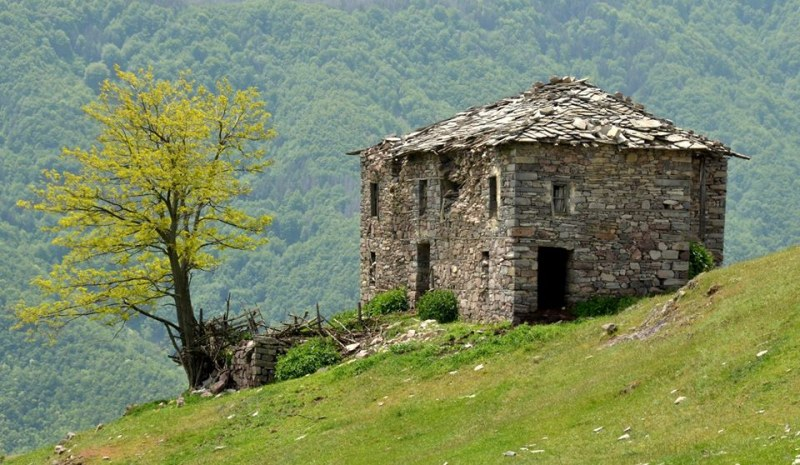 Мумджидам махала - кътче от вечността в Родопите, на крачка от цивилизацията СНИМКИ