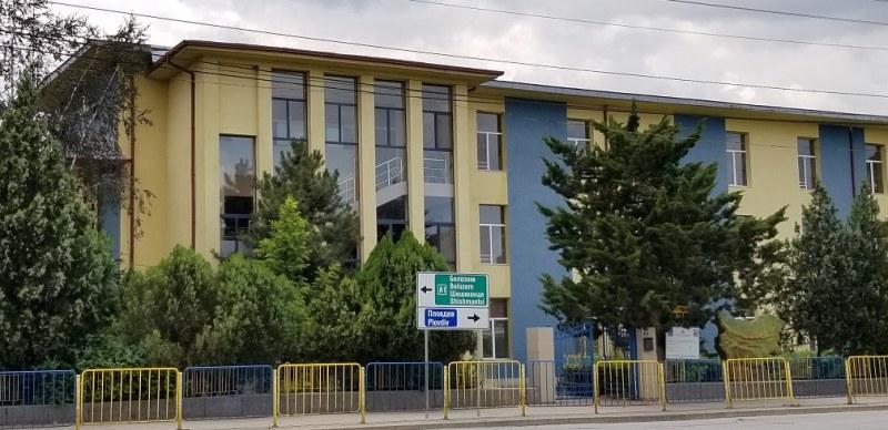 Правят чисто нови класни стаи за бъдещите първолаци в Раковски