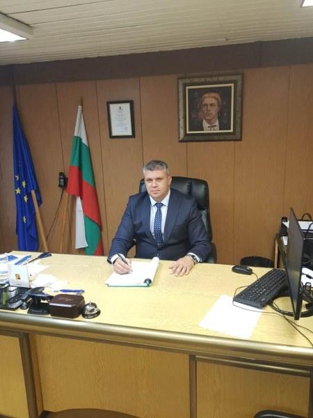 Районен кмет в Пловдив с признателност към учителите