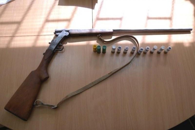 Акция на полицаи от Раковски и Труд: Намериха и иззеха незаконно оръжие