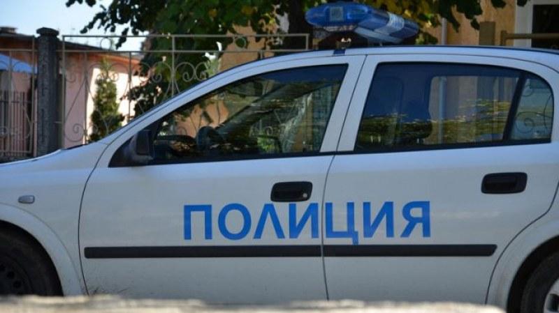 Тийнейджър опита да обере кафе машина в Карловско, хванаха го