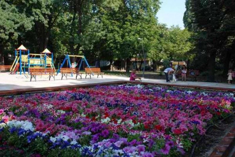Тийнейджъри хулиганстваха в парк в Кючука, арестуваха ги