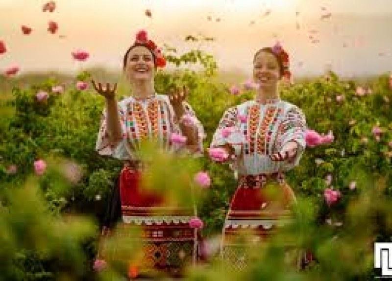 Вирутален празник на розата в Карлово - музика, танци, настроение!