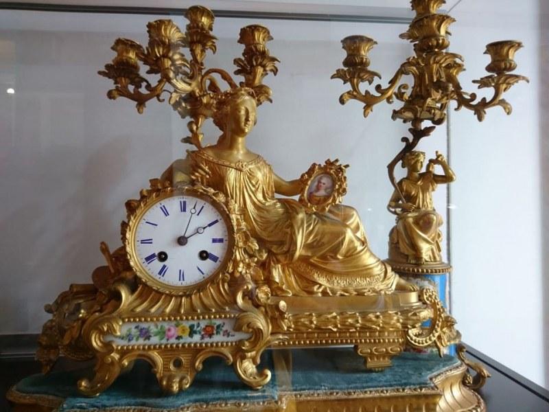 Уникална изложба в Хисаря показва изящни луксозни старинни предмети