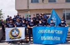 Фенове на Левски и на Локо зарадваха възрастни хора край Калояново