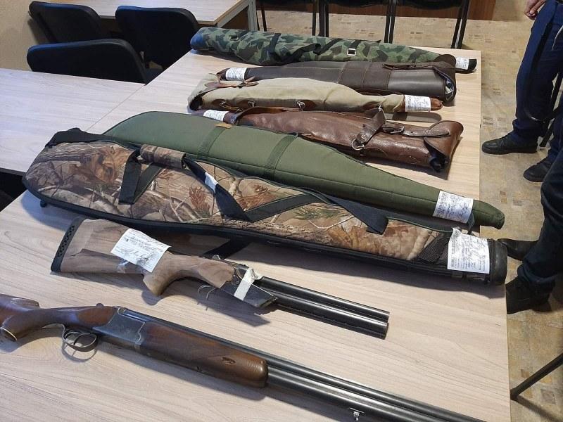 Полицаи спипаха ловци бракониери в Първомайско, иззеха много незаконно оръжие