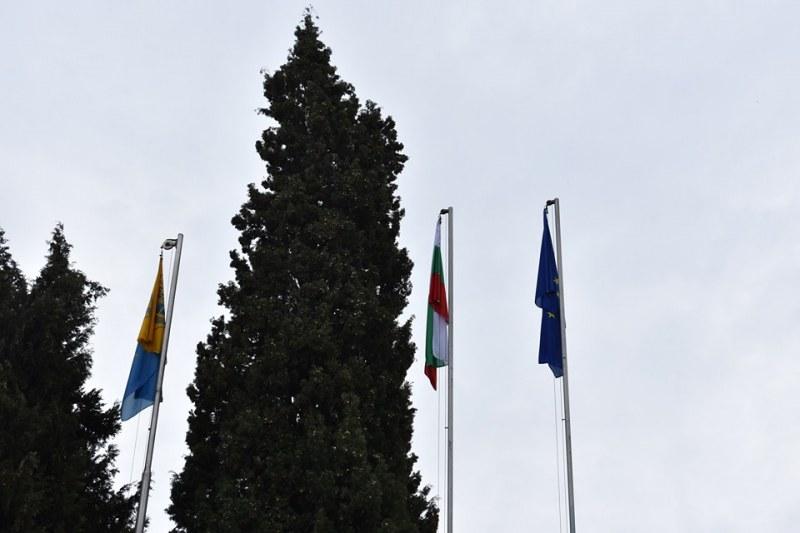 Асеновград посреща празника си с нови знамена