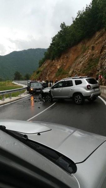Четирима ранени в тежката катастрофа на пътя Девин - Кричим