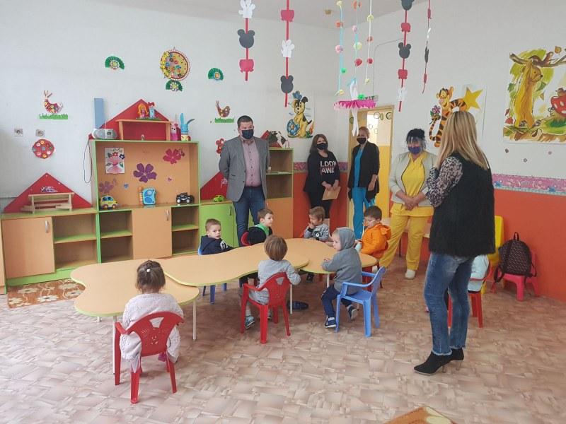 """Заработиха детските градини в община """"Родопи"""", посрещнаха мъниците с подаръци"""