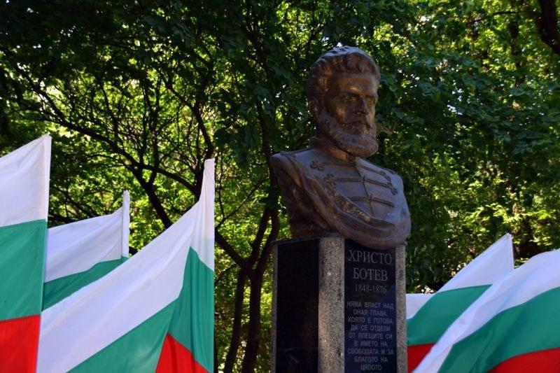 Асеновград се поклони пред паметта на Христо Ботев и загиналите за Родината