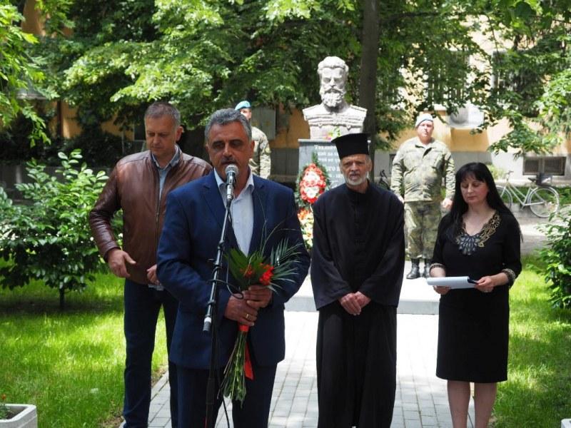 "Кметът на ""Марица"" пред паметника на Ботев: Да пазим чисти идеалите на тези велики българи!"