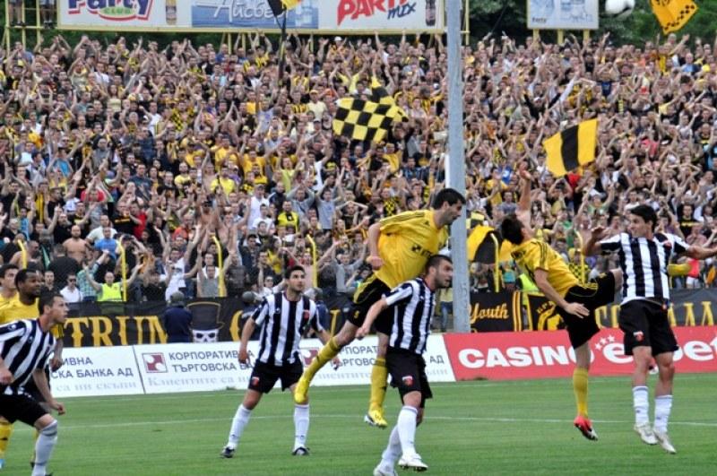 Окончателно: Футболното първенство се подновява с фенове по трибуните